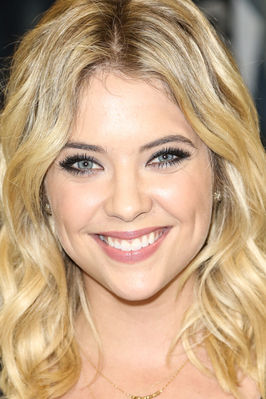 Lucy Hale & Ashley Benson Hintergrund containing a portrait titled Ashley