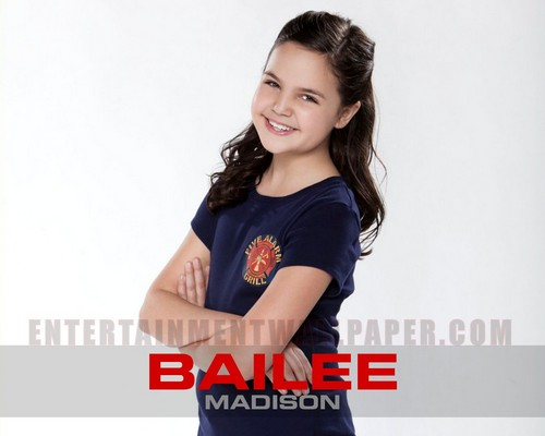 Bailee Madison wallpaper containing a portrait titled Bailee Madison wallpaper