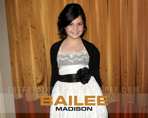 Bailee Madison wallpaper containing a dinner dress and a gown called Bailee Madison wallpaper