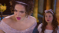 Bailee as Young Snow White and Lana as the Evil クイーン in OUAT