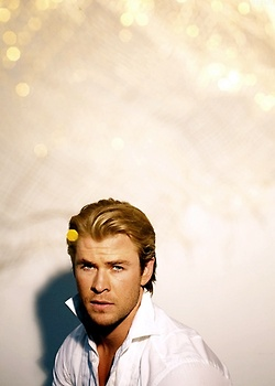 acteurs les plus canons fond d'écran entitled Chris Hemsworth