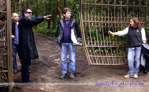 Тим Бёртон Обои probably with a penal institution, a holding cell, and a cellar called Dark Shadows on set