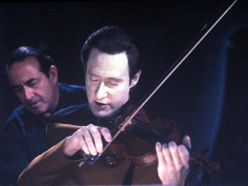 bintang Trek-The seterusnya Generation kertas dinding containing a pemain biola, violist and a cello titled Data