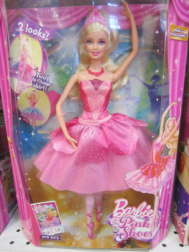 film barbie wallpaper called boneka - barbie In the berwarna merah muda, merah muda Shoes