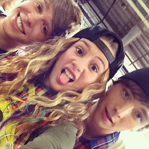 emblem 3 images e3 hanging out with beatrice miller