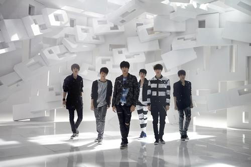EXO Hintergrund