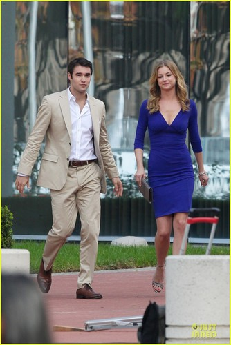 is emily and daniel from revenge dating in real life