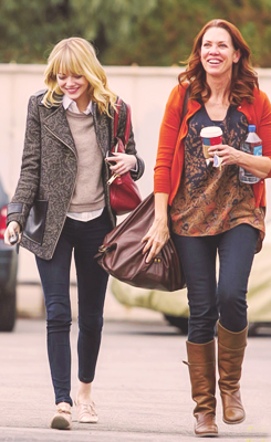 Emma out with friend in Burbank, 14 Demeber