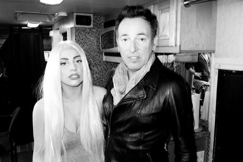Gaga and Bruce Springsteen backstage at TRS concert par Terry Richardson