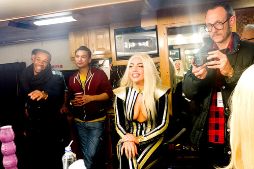 Gaga backstage after performing with The Rolling Stones 由 Terry Richardson