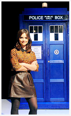 Jenna/Matt by the TARDIS
