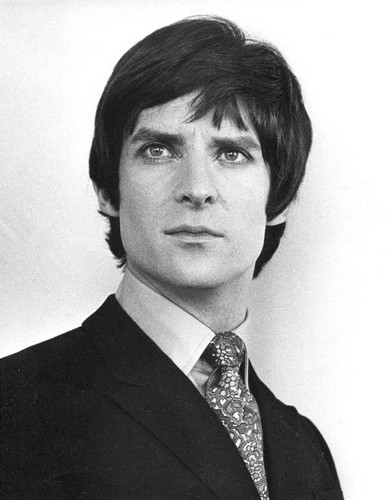 Jeremy Brett wallpaper containing a business suit, a suit, and a three piece suit entitled Jeremy Brett