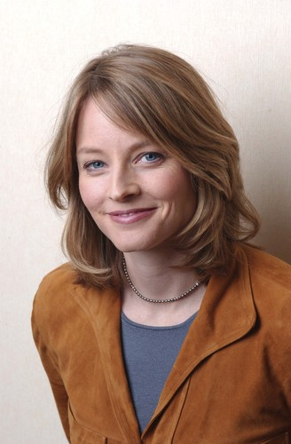Jodie Foster Hintergrund with a erbse jacke and a trench mantel entitled Bradley Patrick Photoshoot 2005