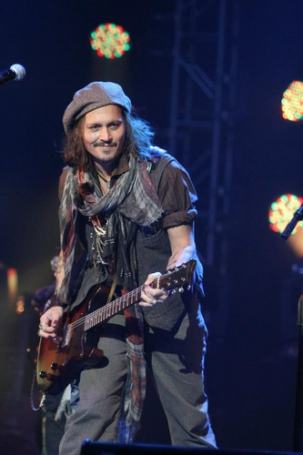Johnny Depp wallpaper containing a guitarist and a concert titled Johnny ♥