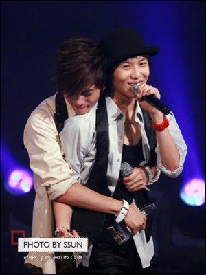 Jonghyun hugs Taemin!!!!