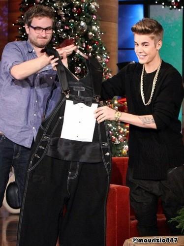 Justin bieber tuxedo overalls Ellen, 2012