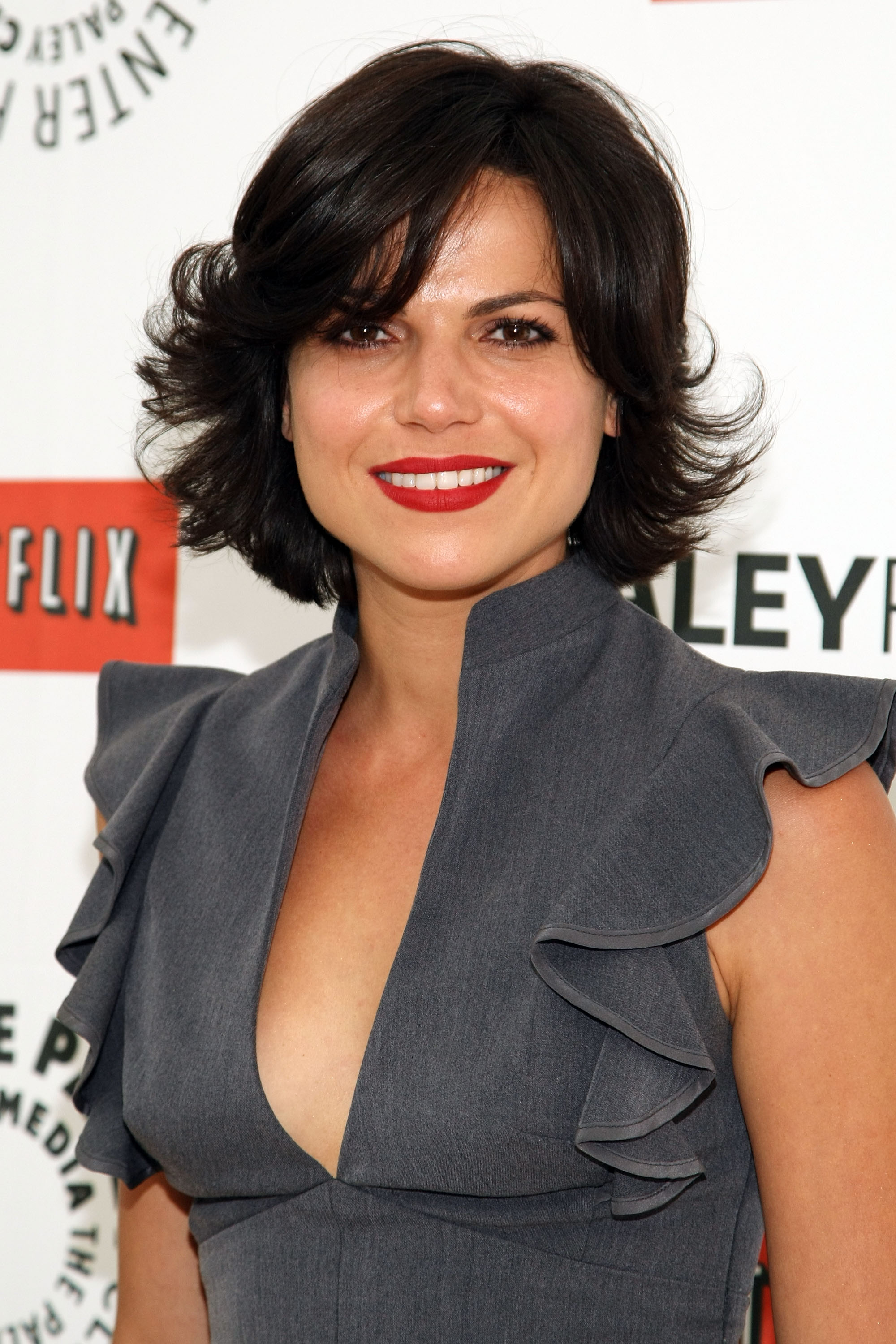 The 40-year old daughter of father Sam Parrilla and mother(?), 164 cm tall Lana Parrilla in 2017 photo