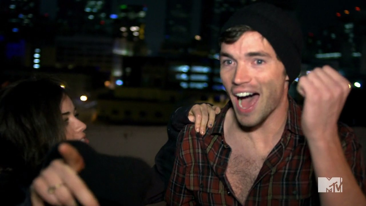 We thought we had seen the end of ezra fitz (ian harding)s ex-fianc0e9e on pretty little liars when aria (lucy hale)