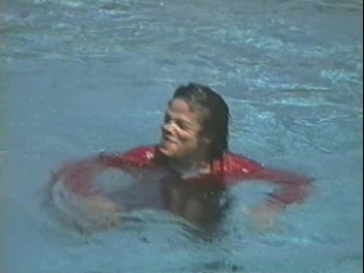 Michael After Being Pushed Into The Pool 由 Macaulay Culkin At Neverland Ranch