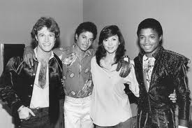 Michael Backstage With His Brother, Randy And mga kaibigan