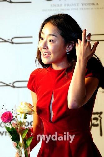 Korean Dramas Wallpaper Containing A Bouquet Called Moon Geun Young In 17th BIFF