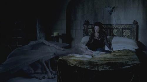 Morgana & Aithusa 2 achtergrond