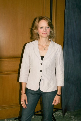 Jodie Foster fond d'écran with a well dressed person entitled Munawar Hosain portraits at the Four Seasons Hotel