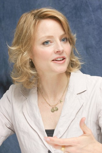 Jodie Foster achtergrond probably with a portrait called Munawar Hosain portraits at the Four Seasons Hotel