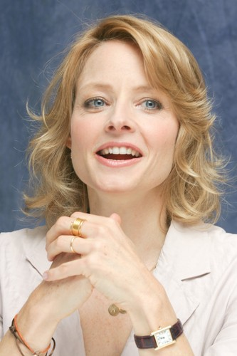 Jodie Foster achtergrond possibly containing a portrait entitled Munawar Hosain portraits at the Four Seasons Hotel