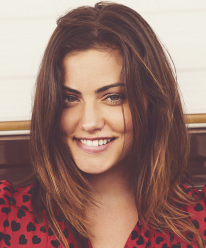 Phoebe Tonkin wallpaper possibly containing a portrait called Phoebe <3