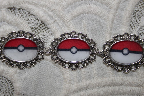 Pokemon POKEBALL bracelet