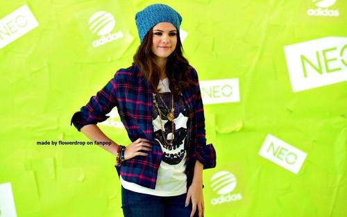 Selena wallpaper ❤