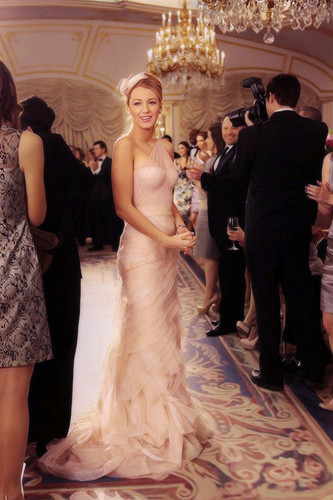 Serena Van Der Woodsen wallpaper with a bridesmaid, a gown, and a dinner dress entitled Serena