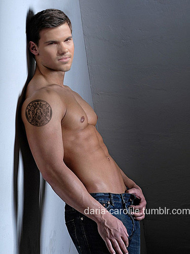 Taylor Lautner wallpaper with skin titled Taylor manip