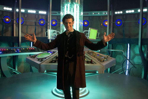 The Doctor's new outfit and TARDIS!