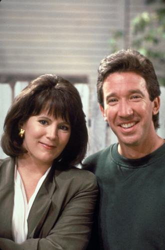 Home Improvement (TV show) Hintergrund possibly containing a business suit and a well dressed person titled Tim & Jill