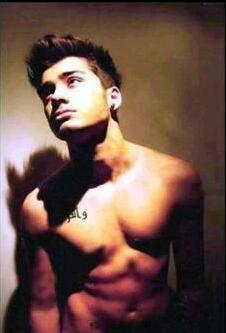 Zayn Malik achtergrond containing a six pack and a homp, stoere binken entitled cute zayn