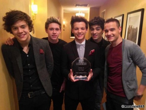 One Direction fond d'écran with a business suit and a suit titled one direction MTV , 2012