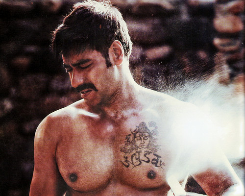 AJAY DEVGAN SHIRTLESS kertas dinding 2