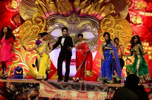 Vivian Dsena karatasi la kupamba ukuta entitled At Golden Petal Awards