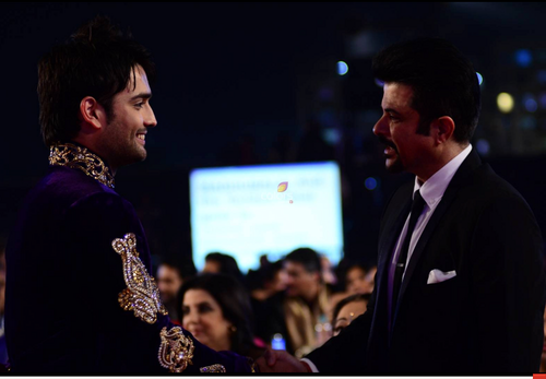Vivian Dsena fond d'écran with a business suit entitled At Golden Petal Awards