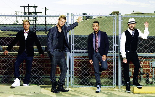 The Backstreet Boys वॉलपेपर with a business suit, a chainlink fence, and a well dressed person entitled BSB वॉलपेपर