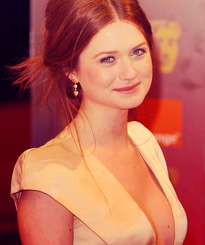Bonnie Wright wallpaper containing a portrait entitled Bonnie <3