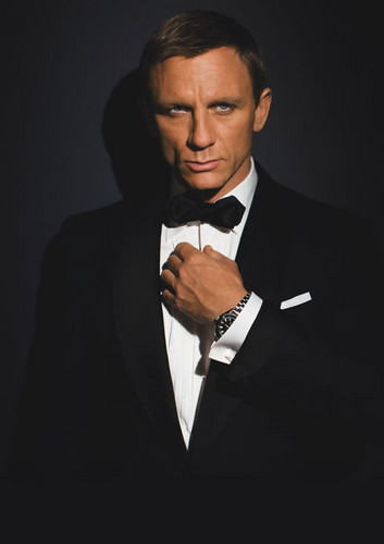 Daniel Craig Hintergrund with a business suit, a suit, and a single breasted suit titled Daniel Craig