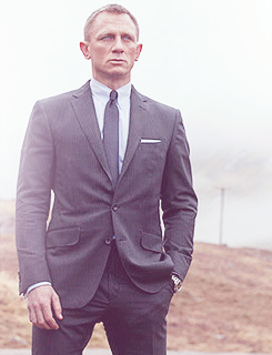 Daniel Craig Hintergrund containing a business suit, a suit, and a double breasted suit called Daniel Craig