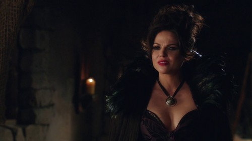 La Méchante Reine/Regina Mills fond d'écran possibly with a cocktail dress, a chemise, and a bustier called Dear Regina