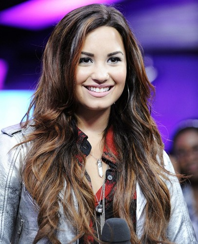 Demi Lovato wallpaper containing a portrait entitled Demiii xxx