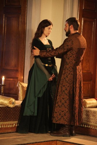Muhtesem Yüzyil - Magnificent Century 壁纸 possibly containing a 晚餐 dress and a kirtle, 长裙 entitled Episode 63 - Season finale