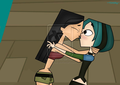 Heather kissing Gwen - total-drama-island fan art
