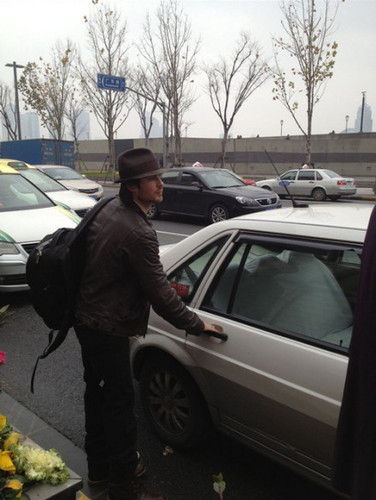 Ian & Nina leaving shanghai 29 Dec 2012